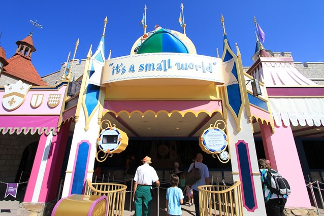 it's a small world - Entering the queue