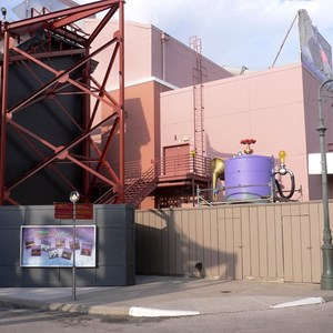 4 of 4: Jim Henson's MuppetVision 3-D - Top Secret FX Gen-R8-R installed in the Muppets queue