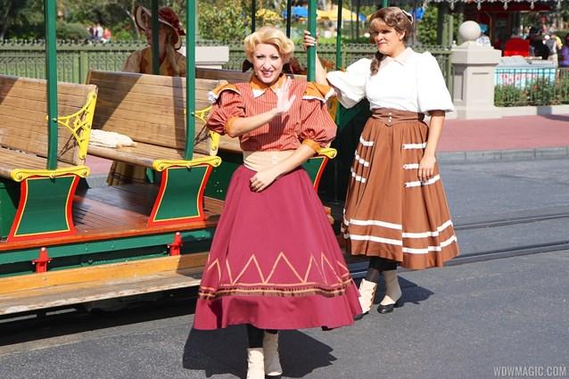 Main Street Trolley Show - Main Street Trolley Show fall edition
