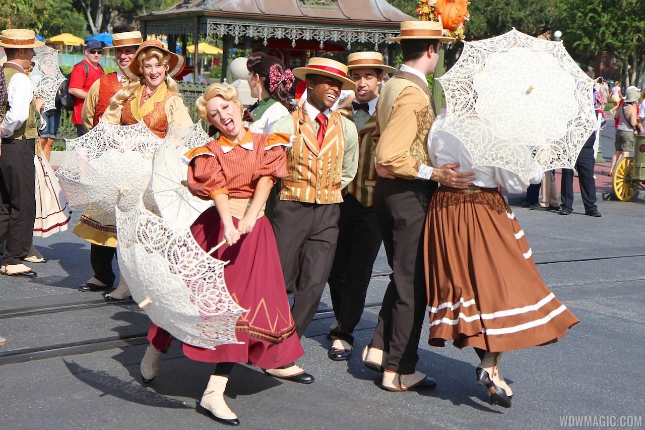 Main Street Trolley Show fall edition