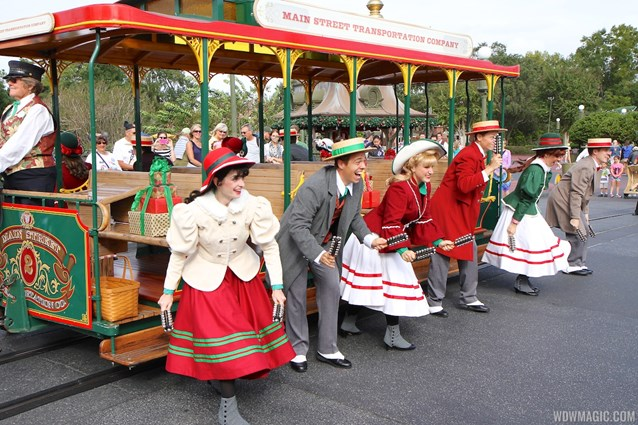 Main Street Trolley Show - Holly Jolly Trolley Show