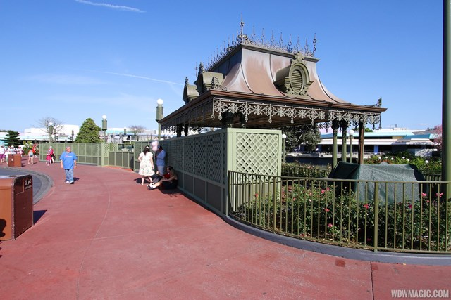 Walls up around the popcorn kiosk