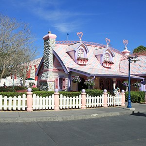 3 of 6: Minnie's Country House - Minnie's Country House - exterior
