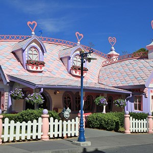 4 of 6: Minnie's Country House - Minnie's Country House - exterior