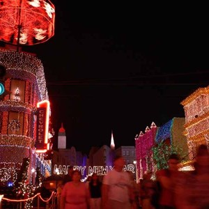 3 of 21: Osborne Family Spectacle of Dancing Lights - Osborne Family Spectacle of Lights 2004 on Streets of America