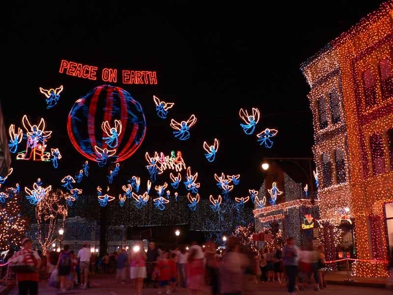 Osborne Family Spectacle of Lights 2004 on Streets of America