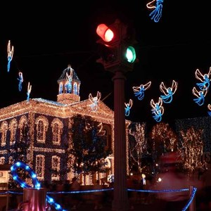 6 of 21: Osborne Family Spectacle of Dancing Lights - Osborne Family Spectacle of Lights 2004 on Streets of America