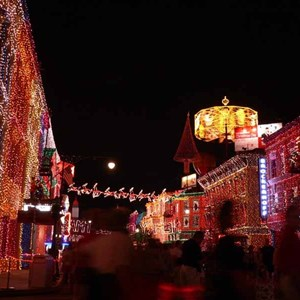 10 of 21: Osborne Family Spectacle of Dancing Lights - Osborne Family Spectacle of Lights 2004 on Streets of America