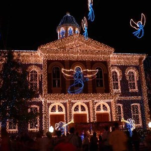 11 of 21: Osborne Family Spectacle of Dancing Lights - Osborne Family Spectacle of Lights 2004 on Streets of America