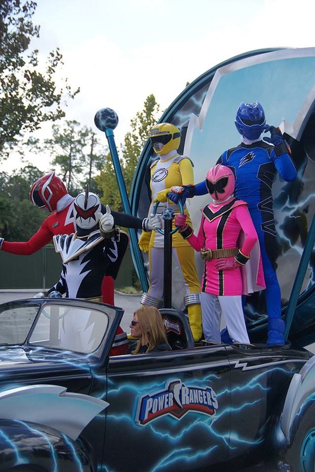 Power Rangers - Power Rangers arrive.