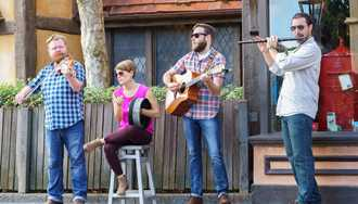 VIDEO - New acoustic group Quickstep debuts at Epcot's United Kingdom Pavilion
