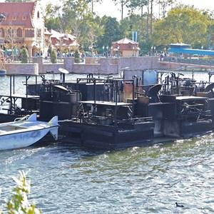 3 of 4: IllumiNations: Reflections of Earth - The inferno barge passing through the bridge