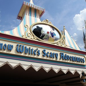 3 of 5: Snow White's Scary Adventures - Snow White's Scary Adventures exterior