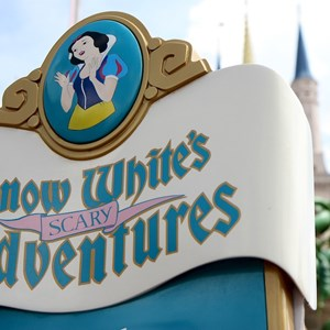 4 of 5: Snow White's Scary Adventures - Snow White's Scary Adventures exterior