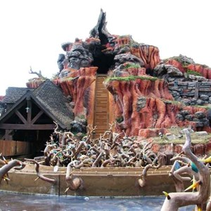 10 of 16: Splash Mountain - Splash Mountain drained for refurbishment