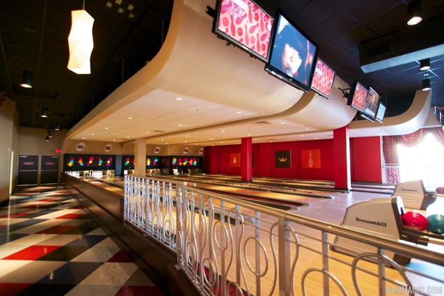 Splitsville - Splitsville upper level bowling lanes