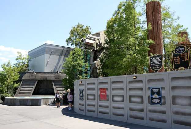 Star Tours exterior color change