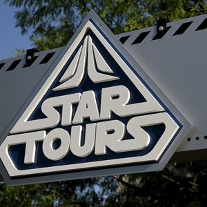 4 of 6: Star Tours - The Adventures Continue - Walls down at Star Tours