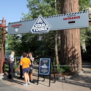 5 of 6: Star Tours - The Adventures Continue - Walls down at Star Tours