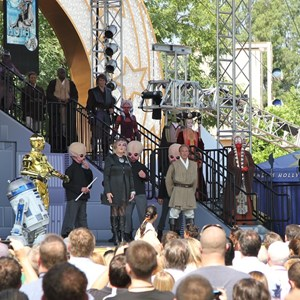2 of 15: Star Tours - The Adventures Continue - Characters from the Star Wars universe arrive on stage