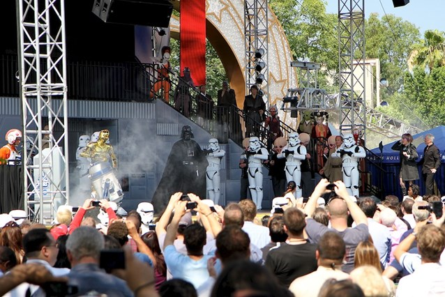 Star Tours - The Adventures Continue - Darth Vadar takes the stage