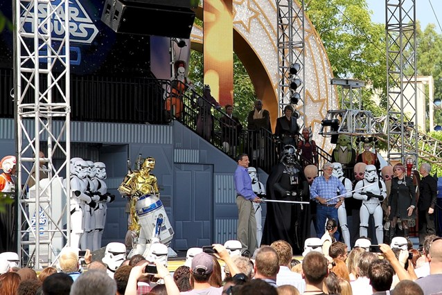 Star Tours - The Adventures Continue - Jedis Bob and George pursuade Vadar to leave the stage - until they meet again at then Anaheim System
