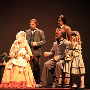7 of 22: The American Adventure - Missouri Family portrait scene