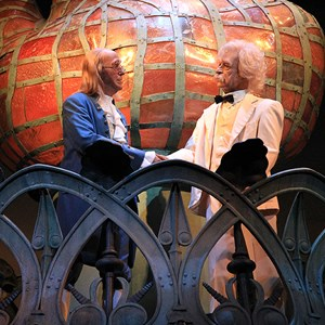 21 of 22: The American Adventure - Ben Franklin and Mark Twain handshake