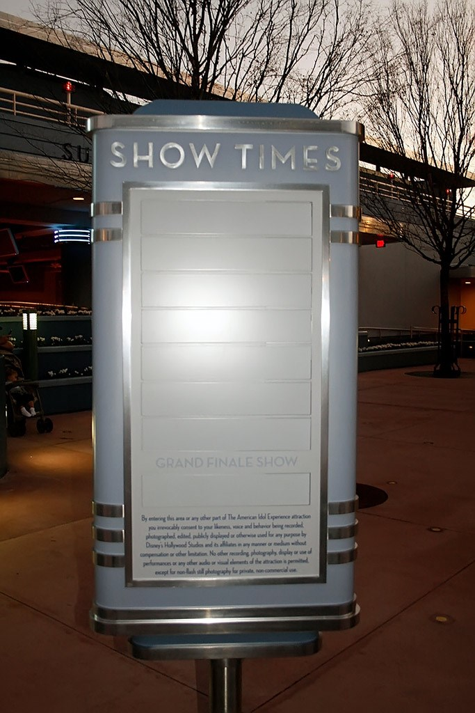 American Idol show time sign installed