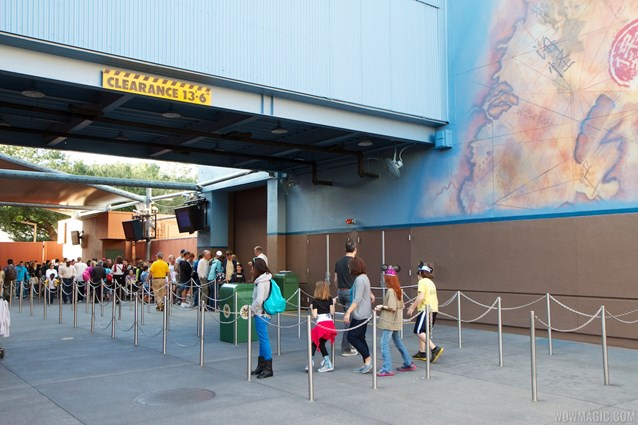The Legend of Captain Jack Sparrow - The Legend of Captain Jack Sparrow exterior queue
