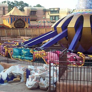 6 of 6: The Magic Carpets of Aladdin - Aladdin construction