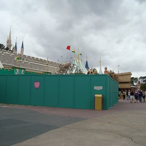 1 of 2: The Many Adventures of Winnie the Pooh - Construction Walls