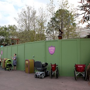 1 of 1: The Many Adventures of Winnie the Pooh - Construction walls