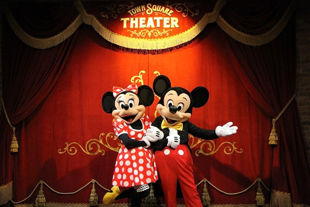 Town Square Theater - The photo location, with Mickey and Minnie Mouse