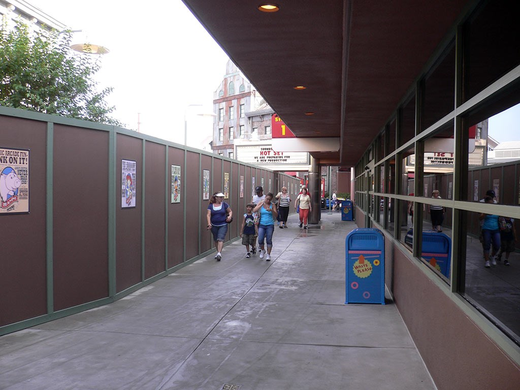 Pixar Place construction wall at Backlot Tour end now opened