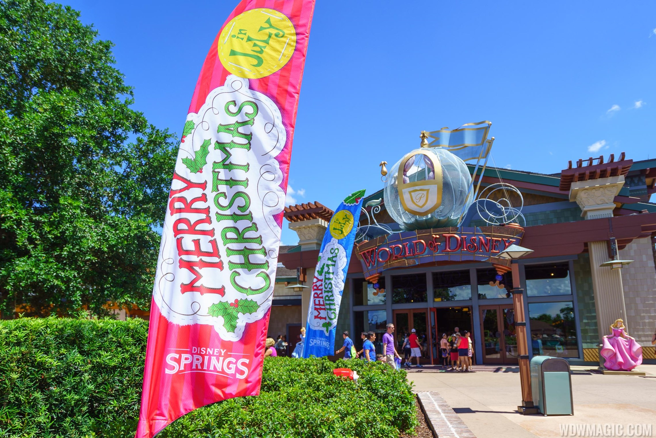 PHOTOS - Christmas in July at Disney Springs