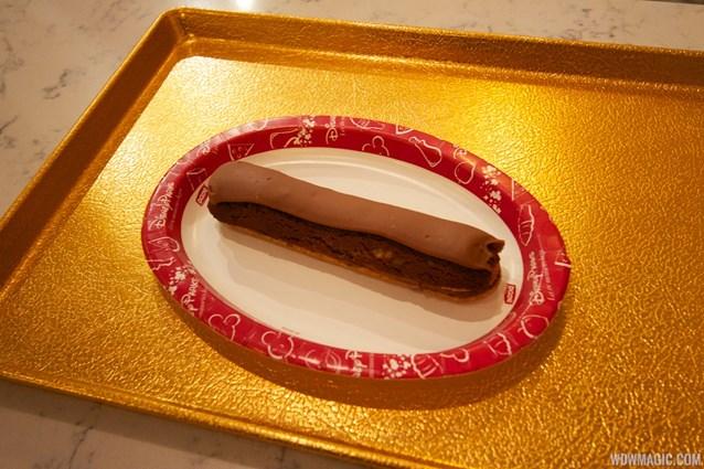 Les Halles Boulangerie Patisserie - Les Halles Boulangerie Patisserie - Chocolate eclair
