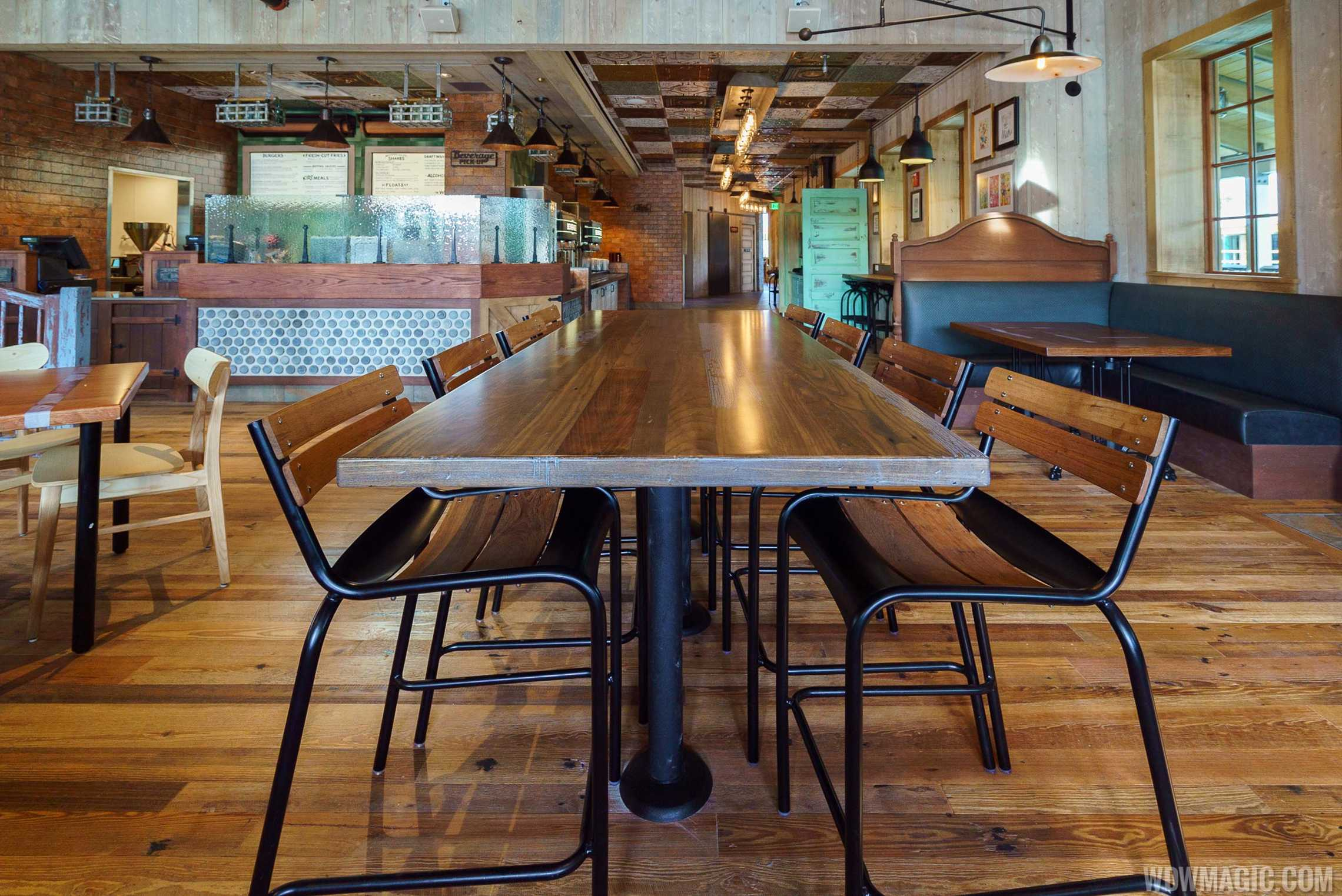 D-Luxe Burger - Table seating
