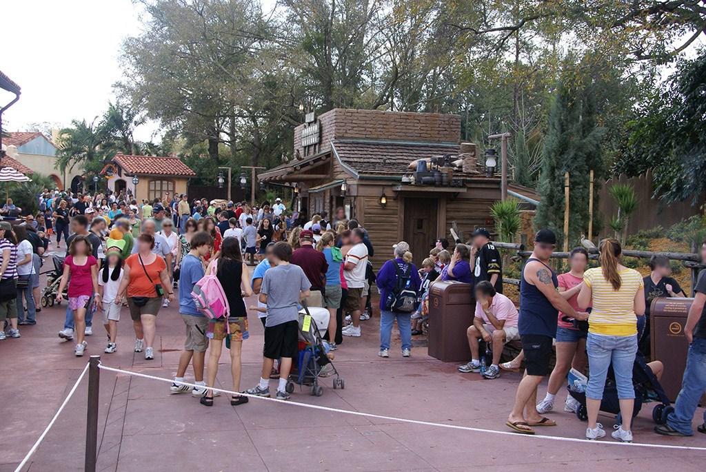 A busy Golden Oak Outpost