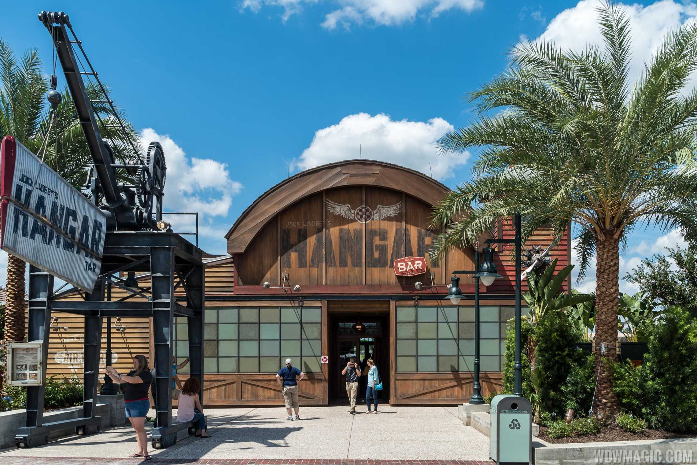 Jock Lindsey's Hangar Bar - Main entrance