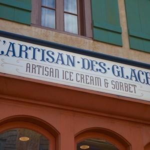3 of 16: L'Artisan des Glaces - L'Artisan des Glaces signage