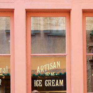 5 of 16: L'Artisan des Glaces - L'Artisan des Glaces signage