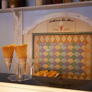 9 of 16: L'Artisan des Glaces - L'Artisan des Glaces interior