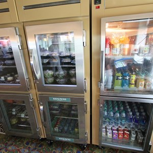 2 of 8: Mizner's Lounge - Mizner's grab and go cooler