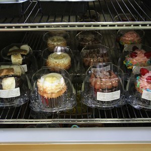 5 of 8: Mizner's Lounge - Mizner's cupcakes