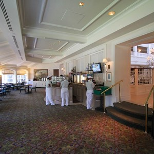 6 of 8: Mizner's Lounge - Mizner's dining area
