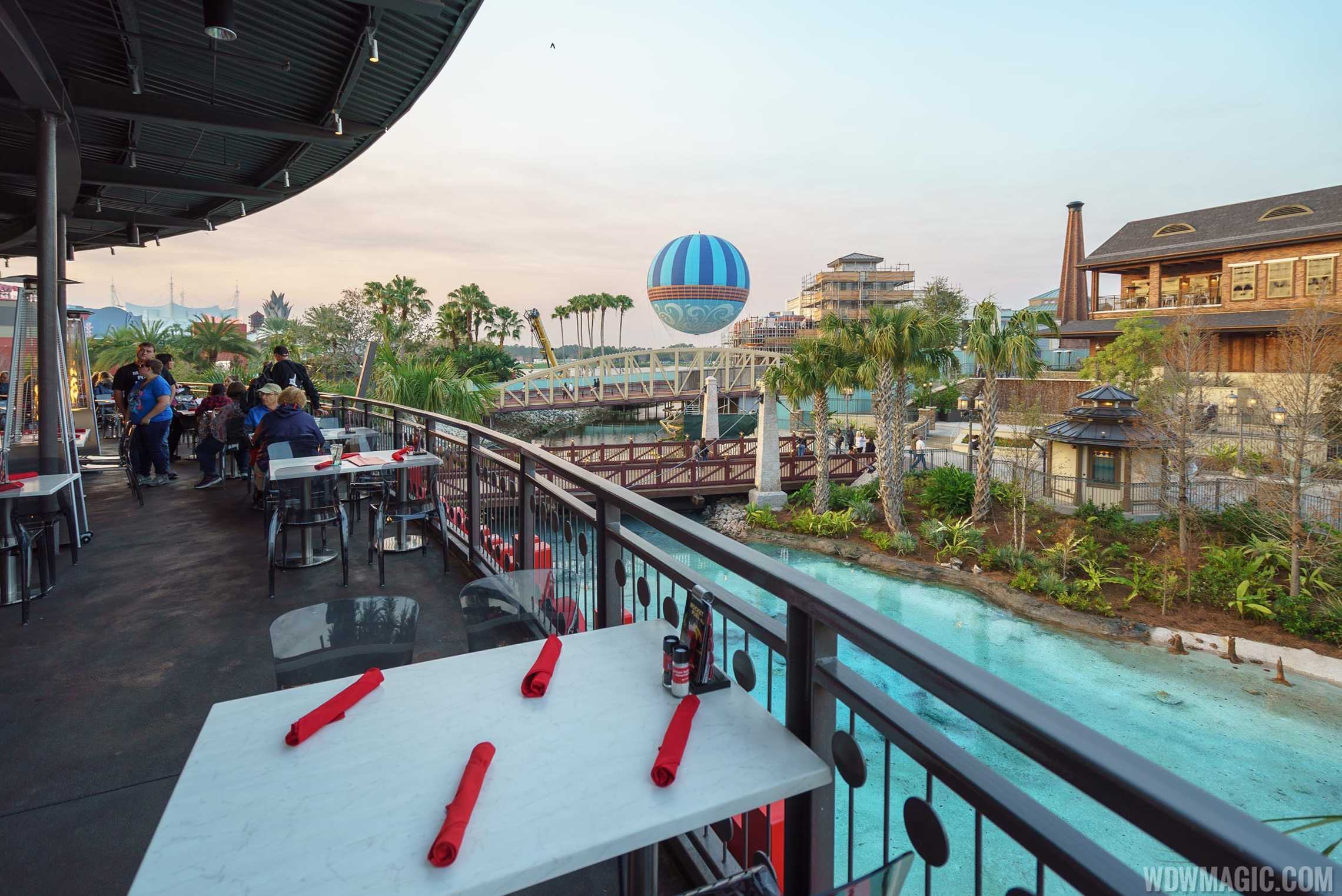 Planet Hollywood Observatory - Outdoor dining area