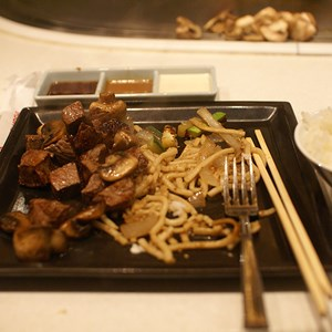 5 of 6: Teppan Edo - Filet Mignon - Steamed Rice, Udon Noodles, Peppers, Onion