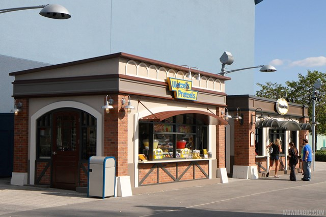 West Side Wetzel's Pretzels and Haagen Dazs kiosks open