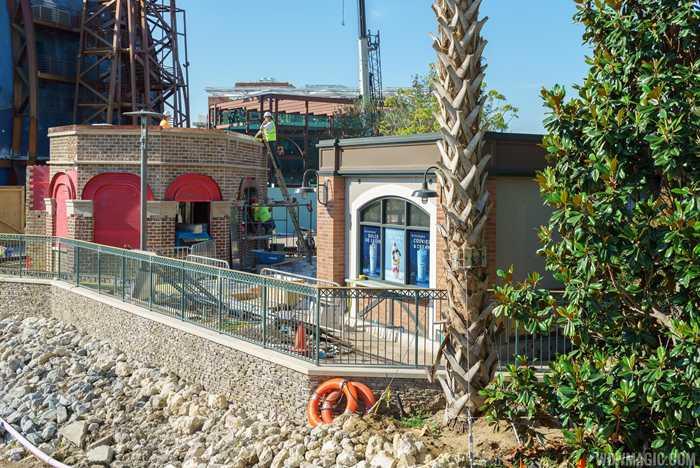 Wetzel's Pretzels and Haagen-Dazs construction in The Landing